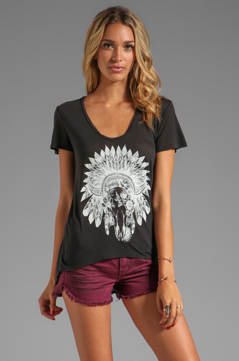 291 Floral Skull Short Sleeve Uneven Hem Tee in Vintage Black