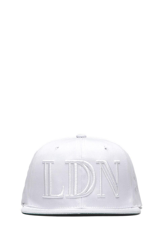 40 OZ NY Trapstar LDN Snapback in White