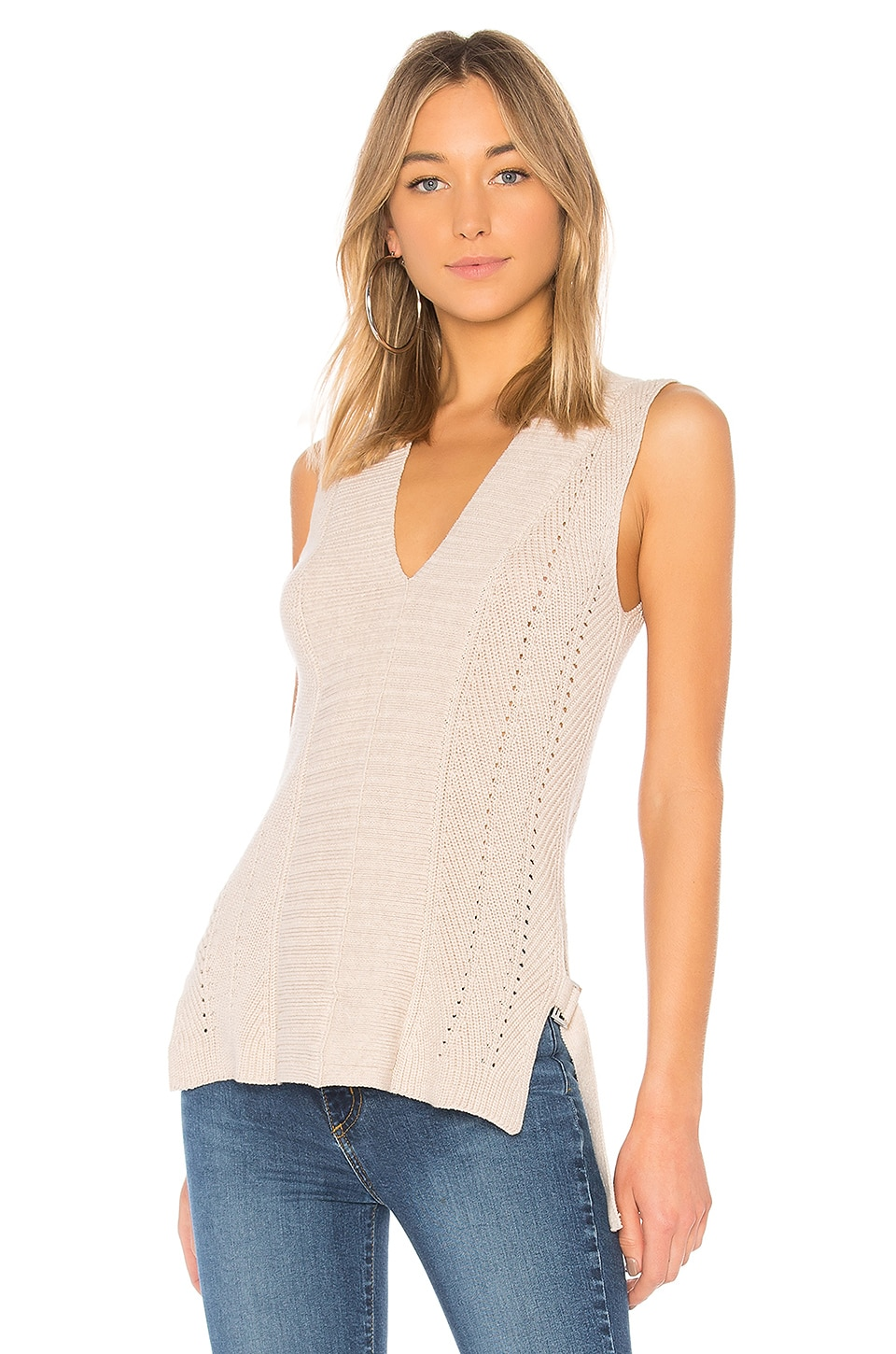 525 AMERICA V-NECK SLEEVELESS PULLOVER