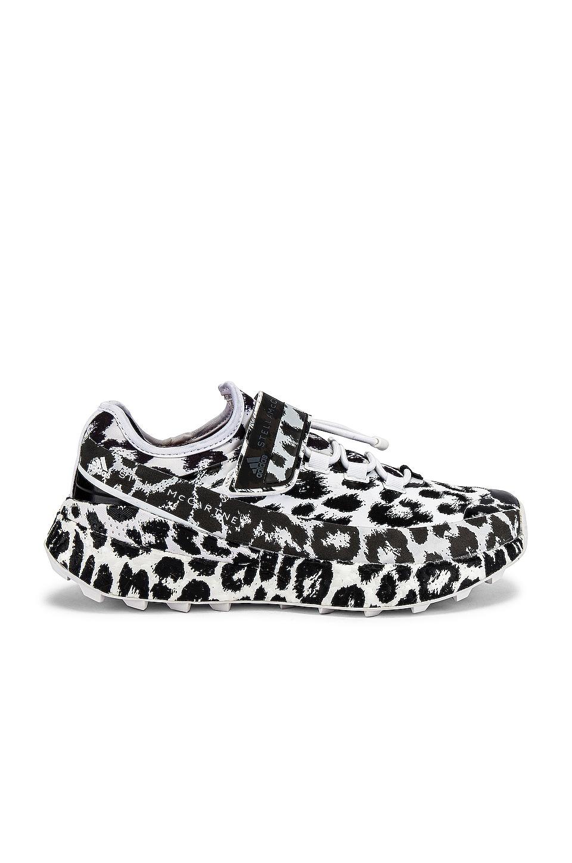 Antología ruptura Inconveniencia  adidas by Stella McCartney Outdoor Boost Sneaker in White & Black | REVOLVE