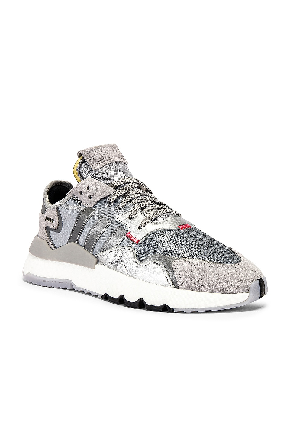 adidas Originals Nite Jogger en Silver Metallic & Light Grey & Black