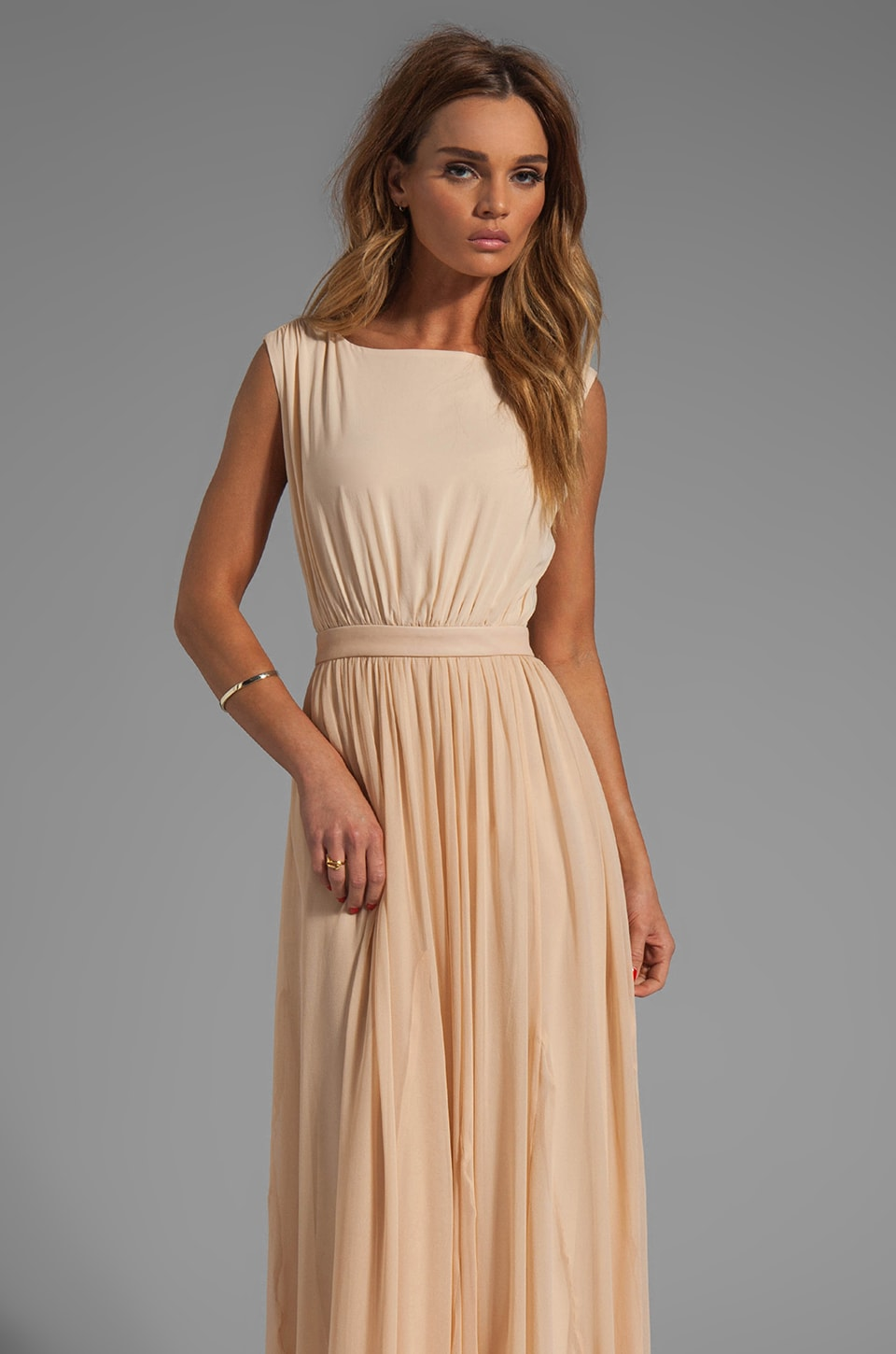 Alice + Olivia Triss Sleeveless Maxi Dress with Leather Trim en Créme D'Amande