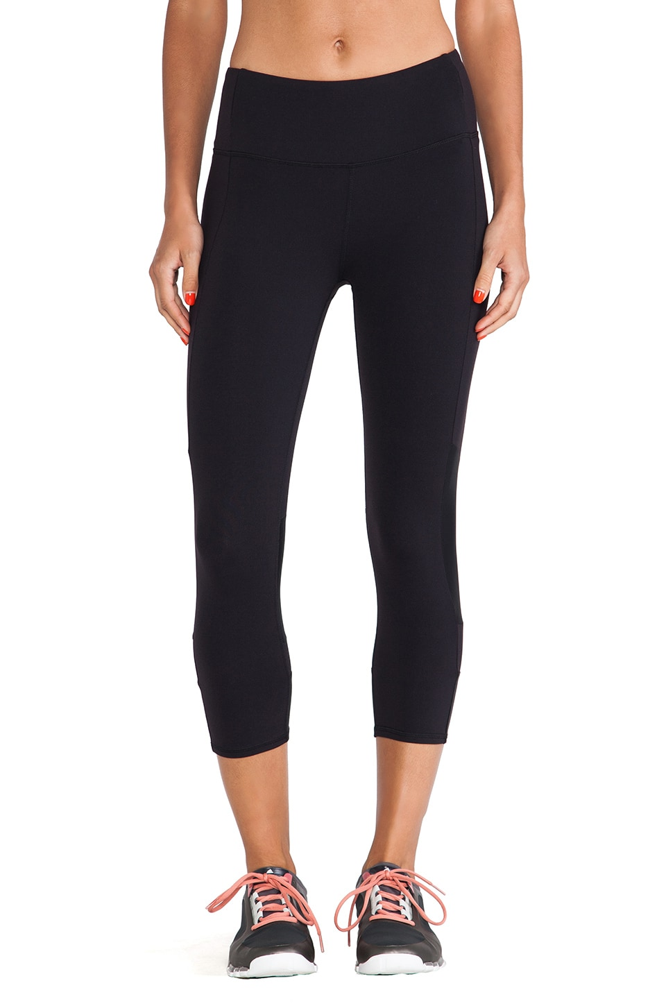alo Oasis Capri in Black
