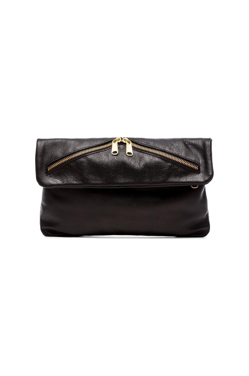 AMPERSAND AS APOSTROPHE Mailbag Clutch in Black & Gold