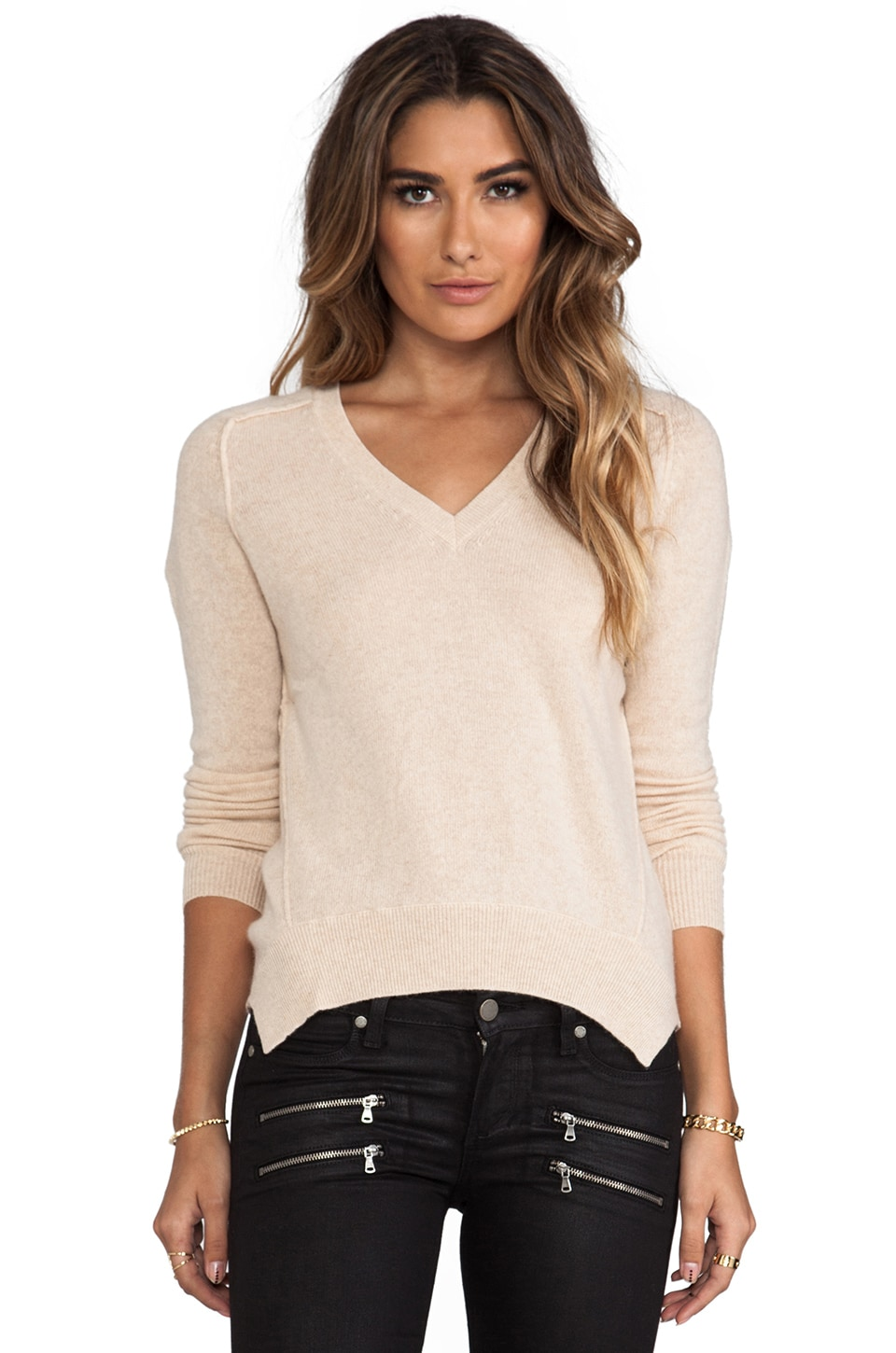 Autumn Cashmere Hi Lo Curved Hem V-Neck in Basket
