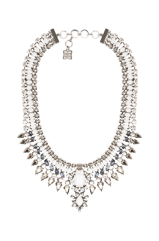BCBGMAXAZRIA Natural Stone Spike Necklace en White Combo
