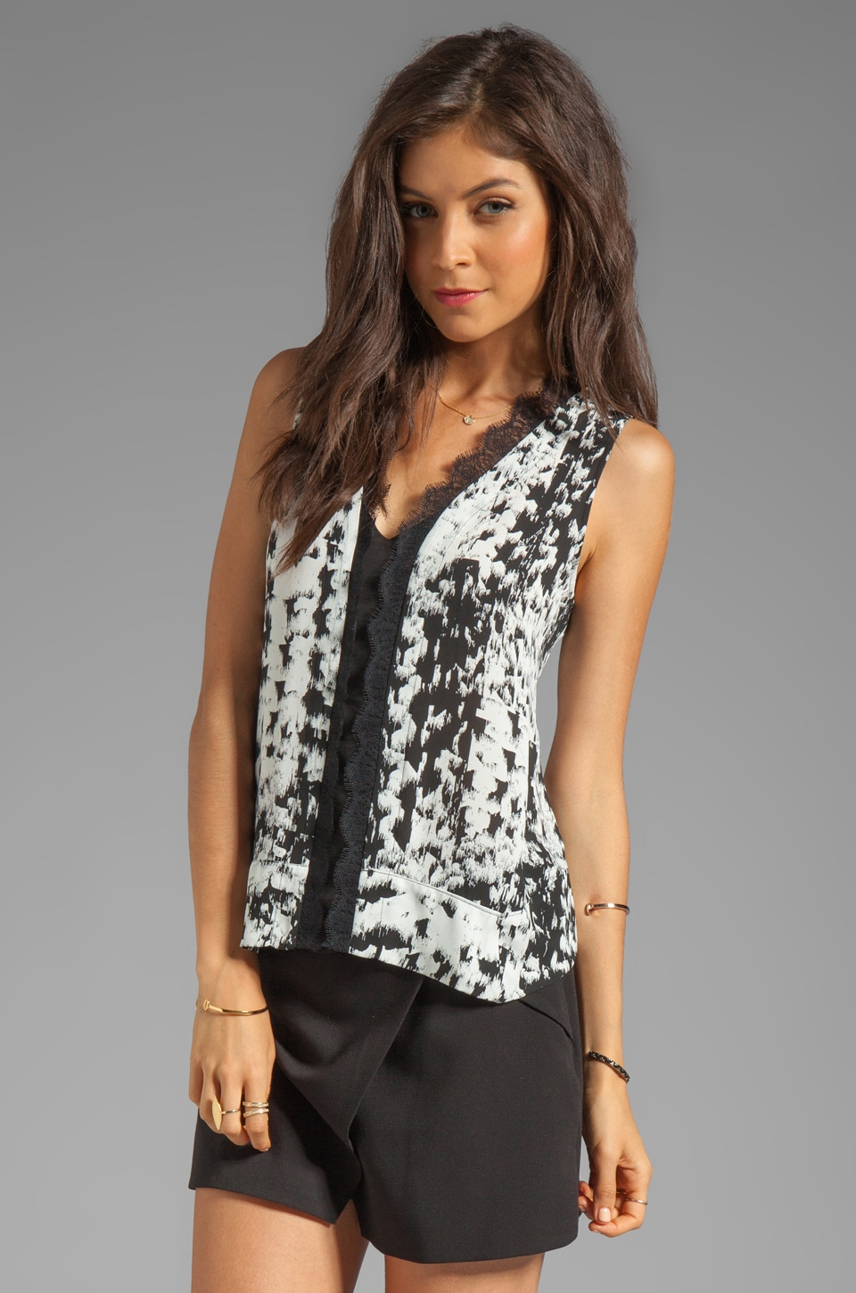 BCBGMAXAZRIA Printed V Neck Sleeveless Top in Black Combo