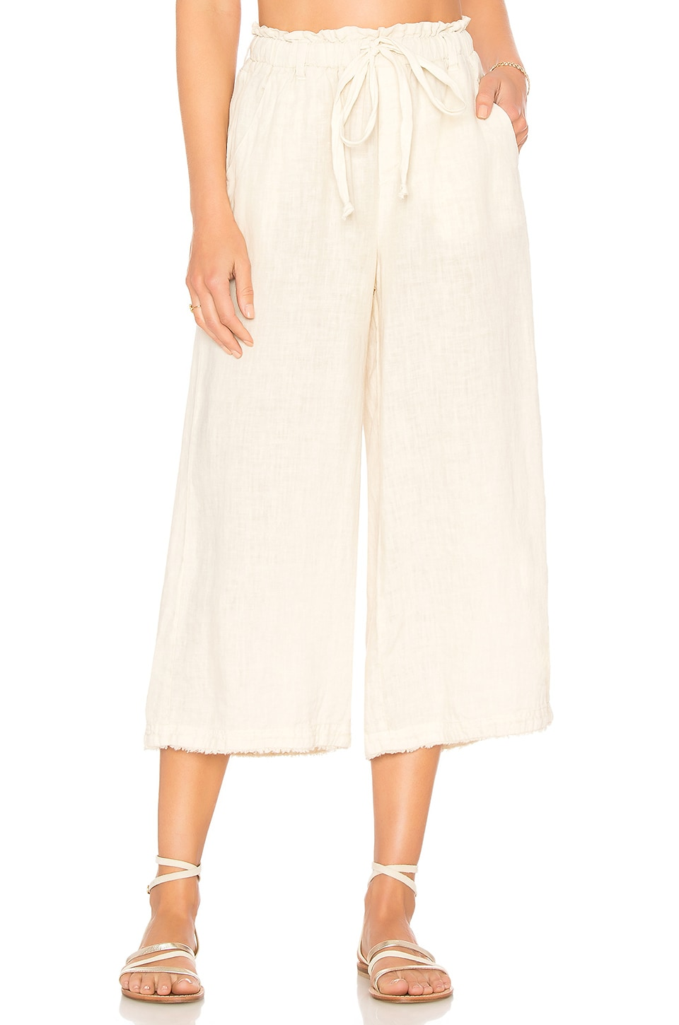 Bella Dahl Frayed Crop Leg Pant in Desert Tan