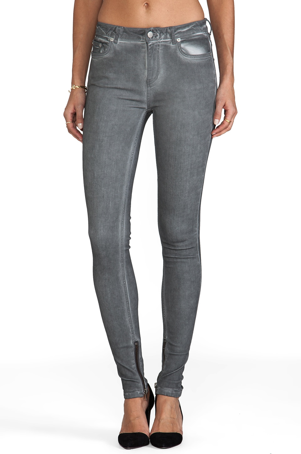 BLK DNM Jeans 4 in Dusty Grey