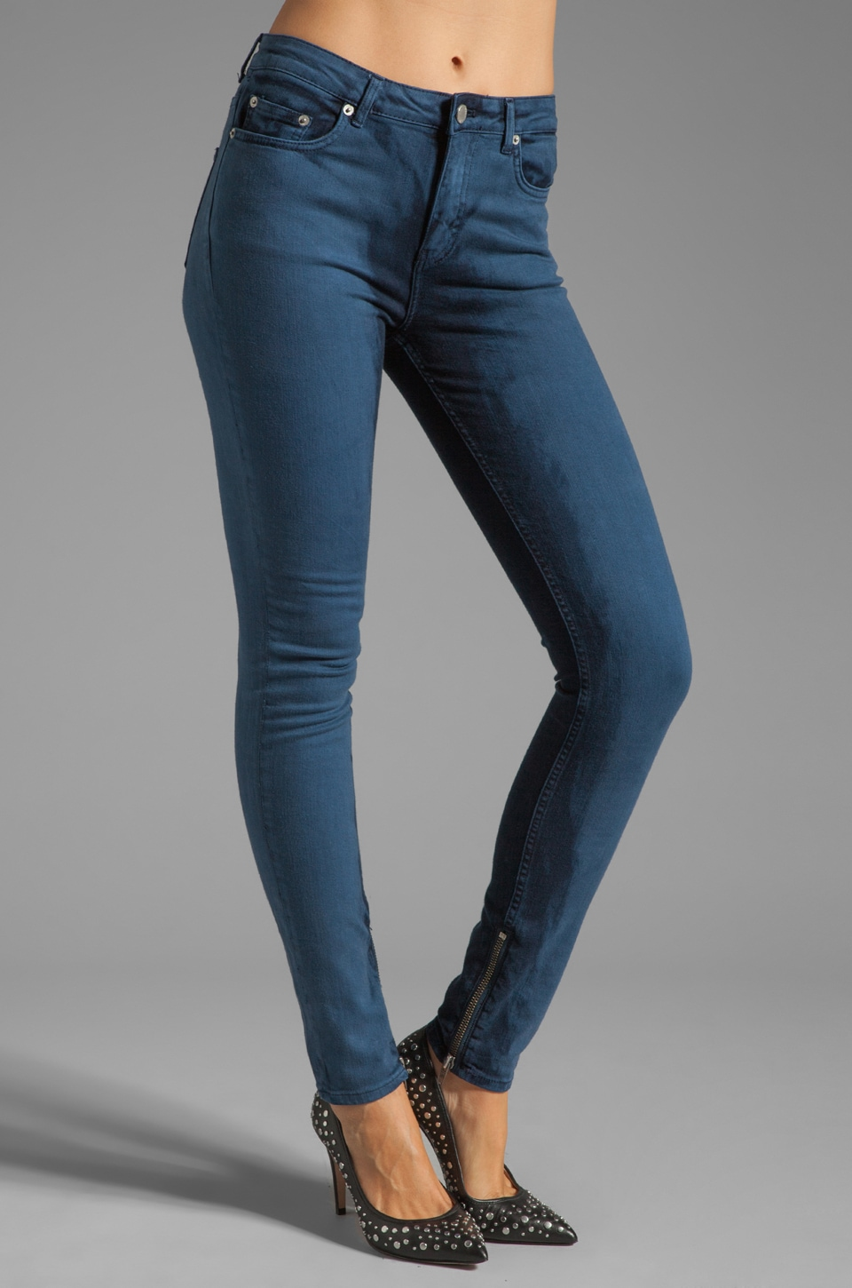 BLK DNM Jeans 4 in Kaos Bleach Blue