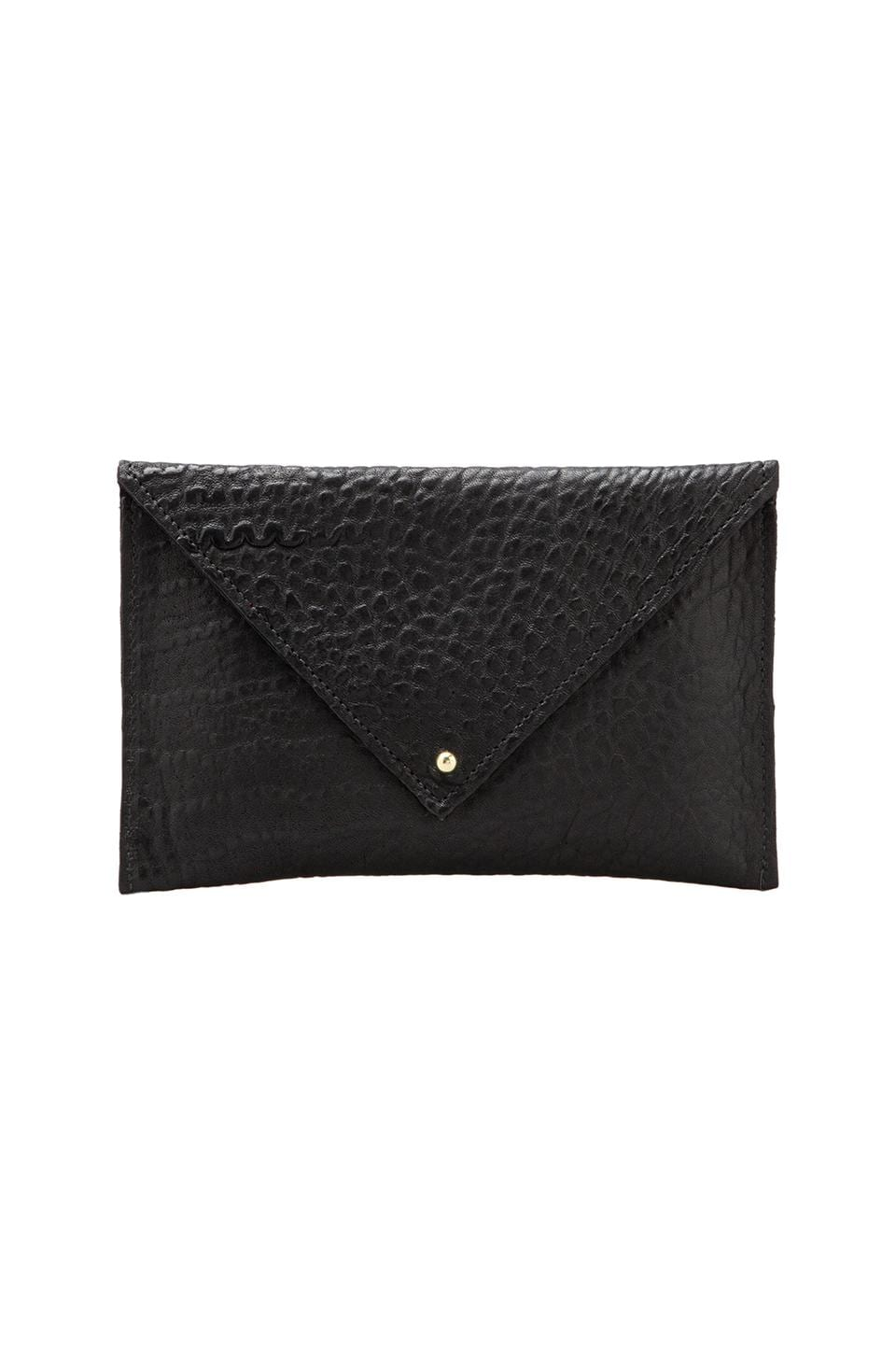 Clare V. Grande Pochette Pebble in Black