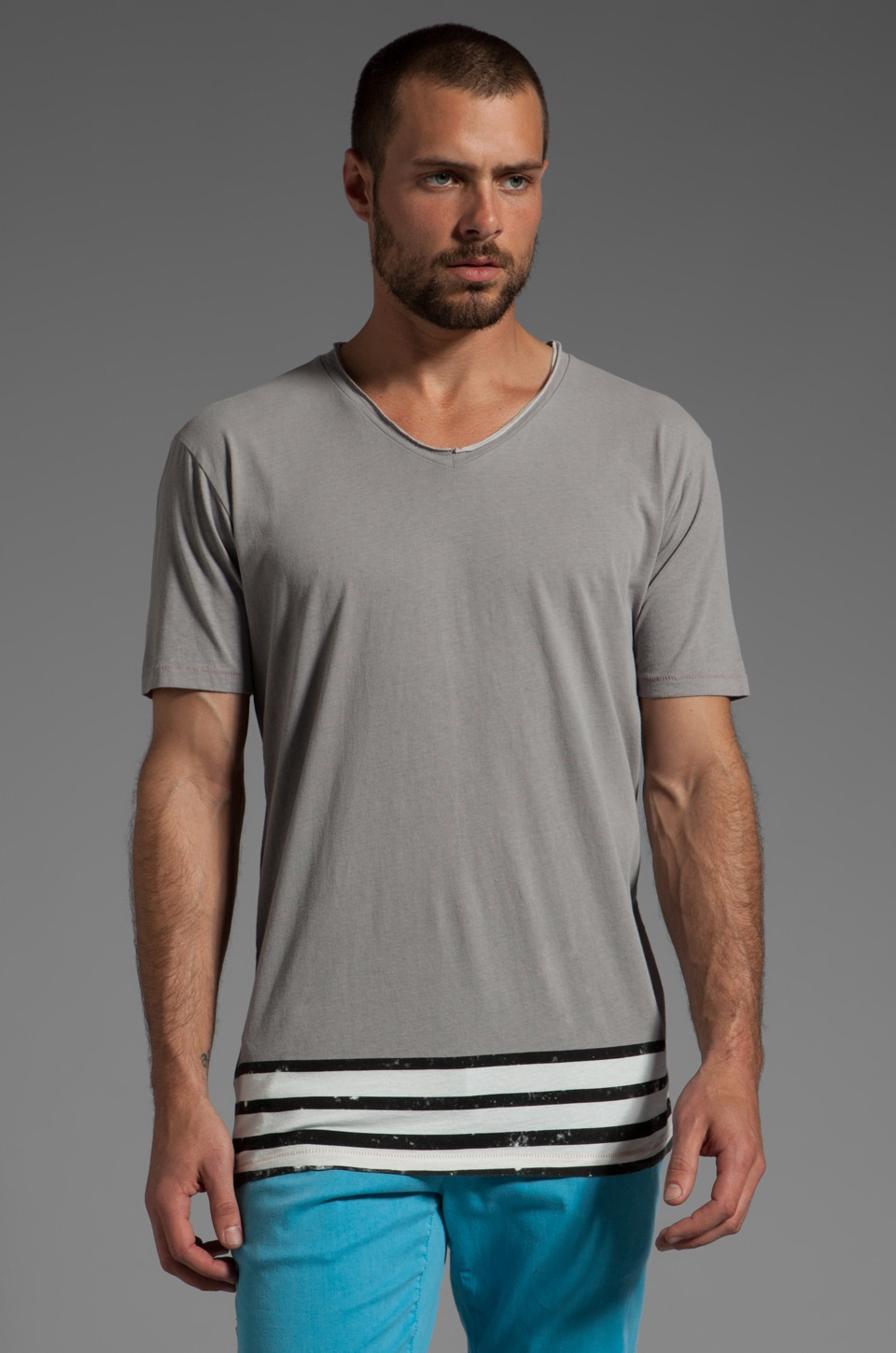 Cohesive & co. Intrepid S/S V-Neck Tee en Gris Clair