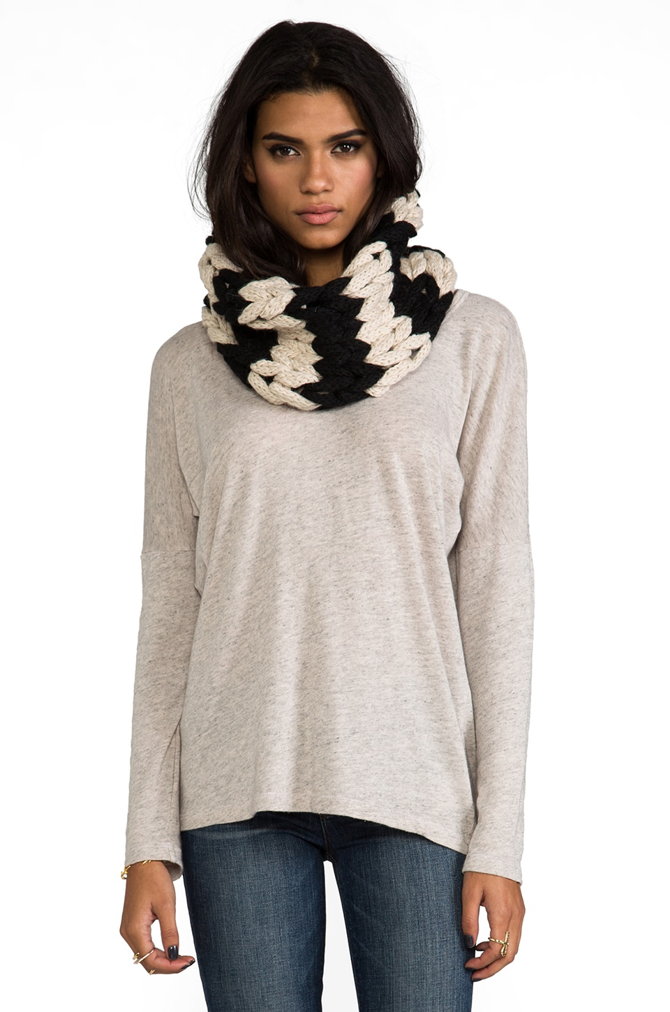 DE NADA Large Knit Cowl in Black/Cream