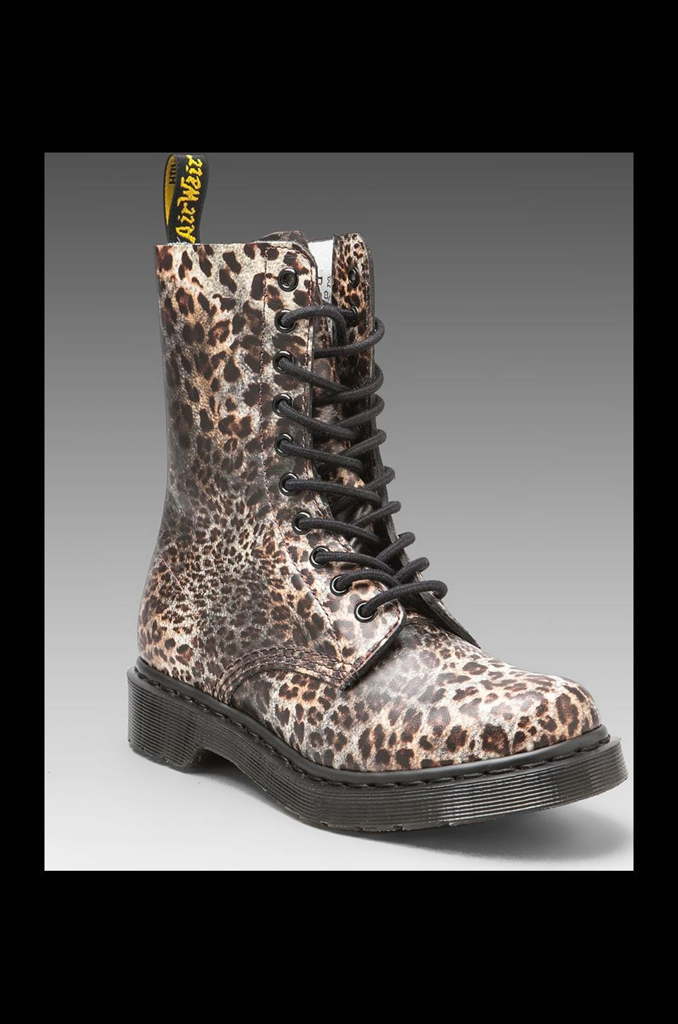 Dr. Martens 1490 10 Eye Boot Print in Leopard