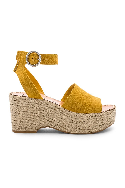 Dolce Vita Lesly Sandal in Honey