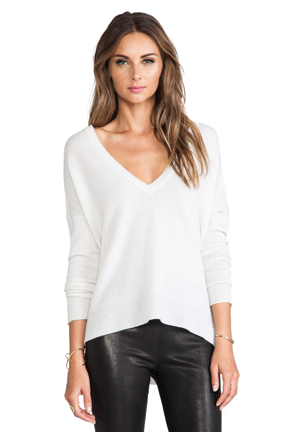 DUFFY V-Neck Cashmere Sweater in T. Niveous & White