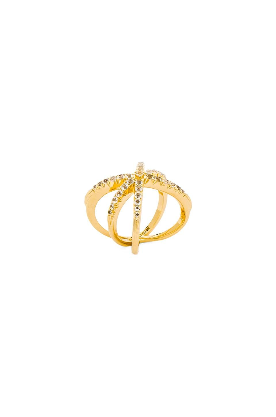 Elizabeth and James Vida Ring in Yellow Gold