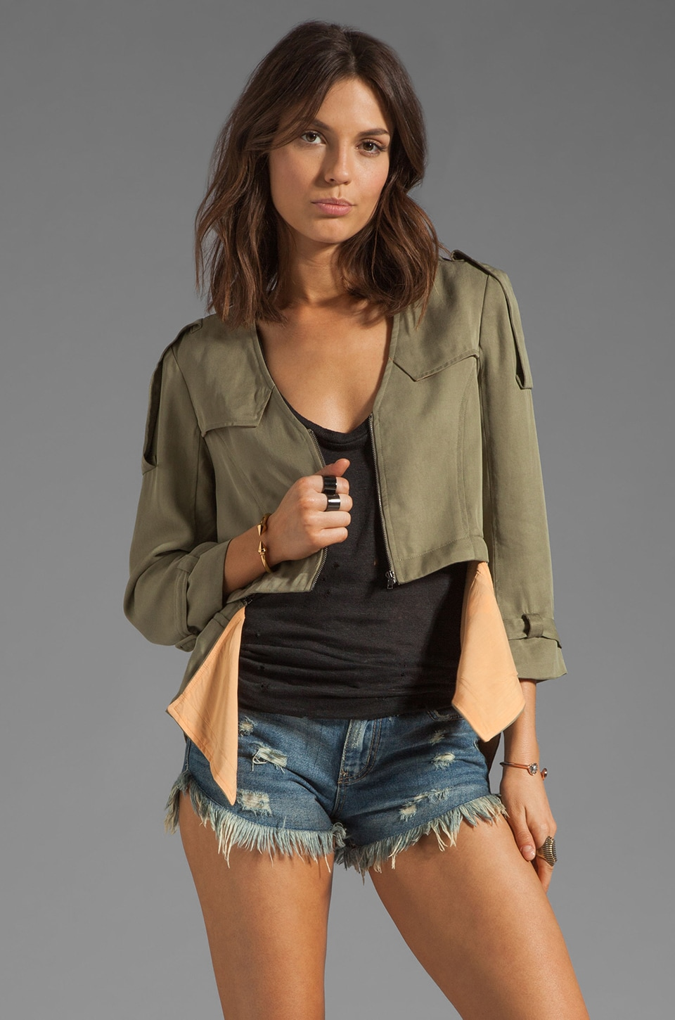 Funktional Cropped Detachable Jacket in Olive Opacity