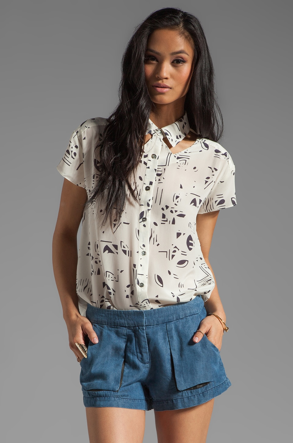 Funktional Value Cutout Collar Short Sleeve in White Value