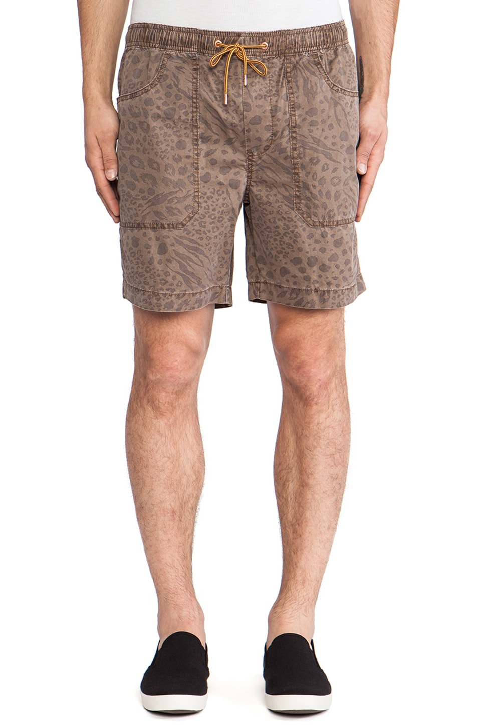 Globe Radar Walkshort in Acorn