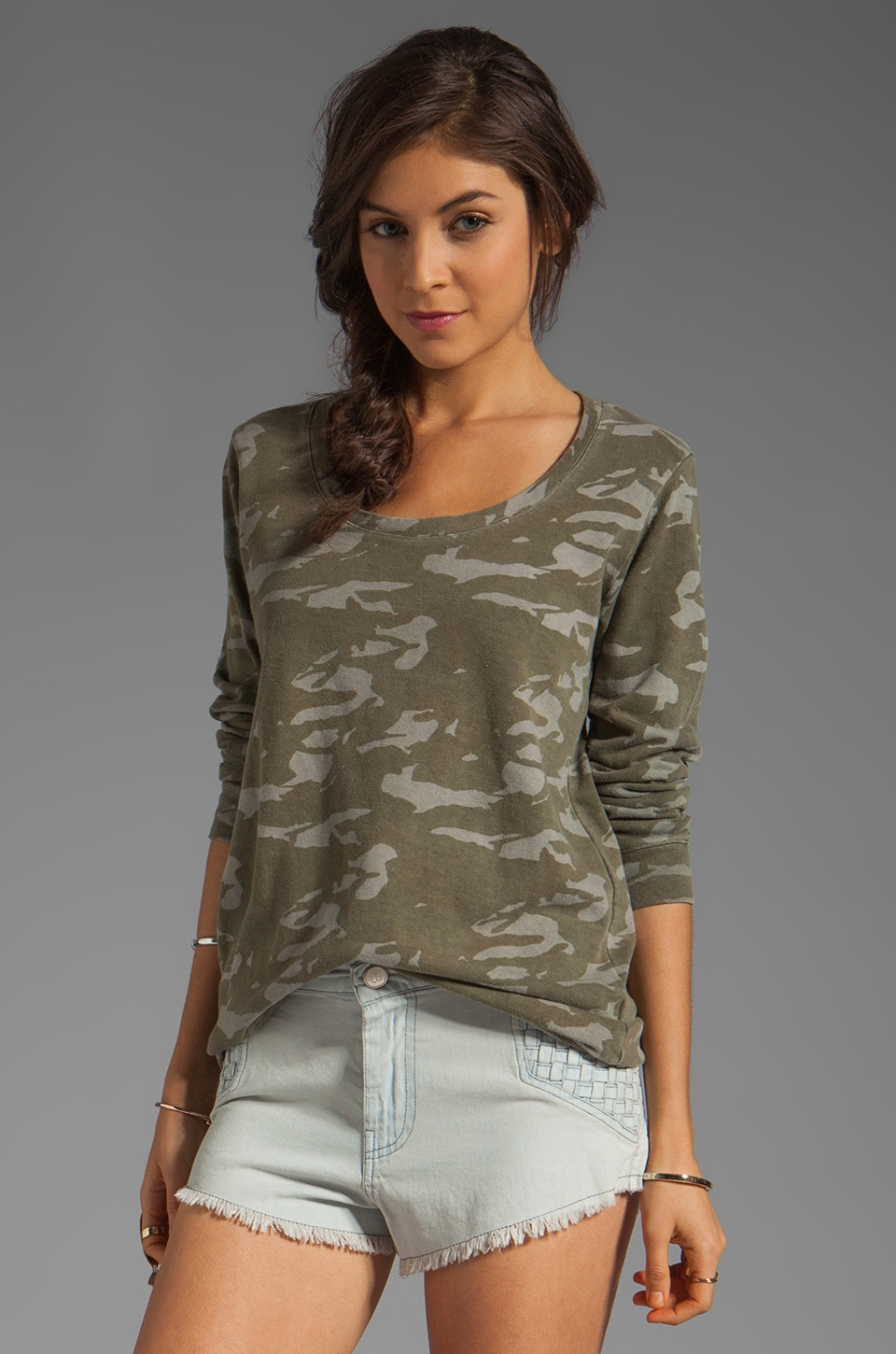 MONROW Camo Print Boyfriend Sweatshirt in Army/Green