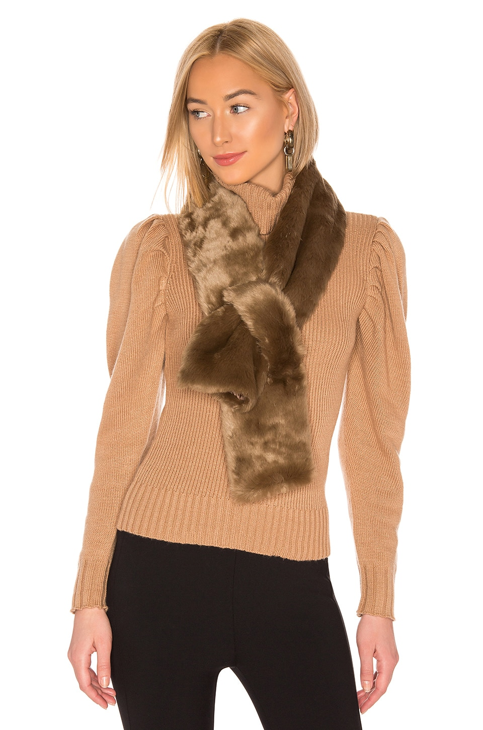 Hat Attack Faux Fur Pull Thru en Taupe