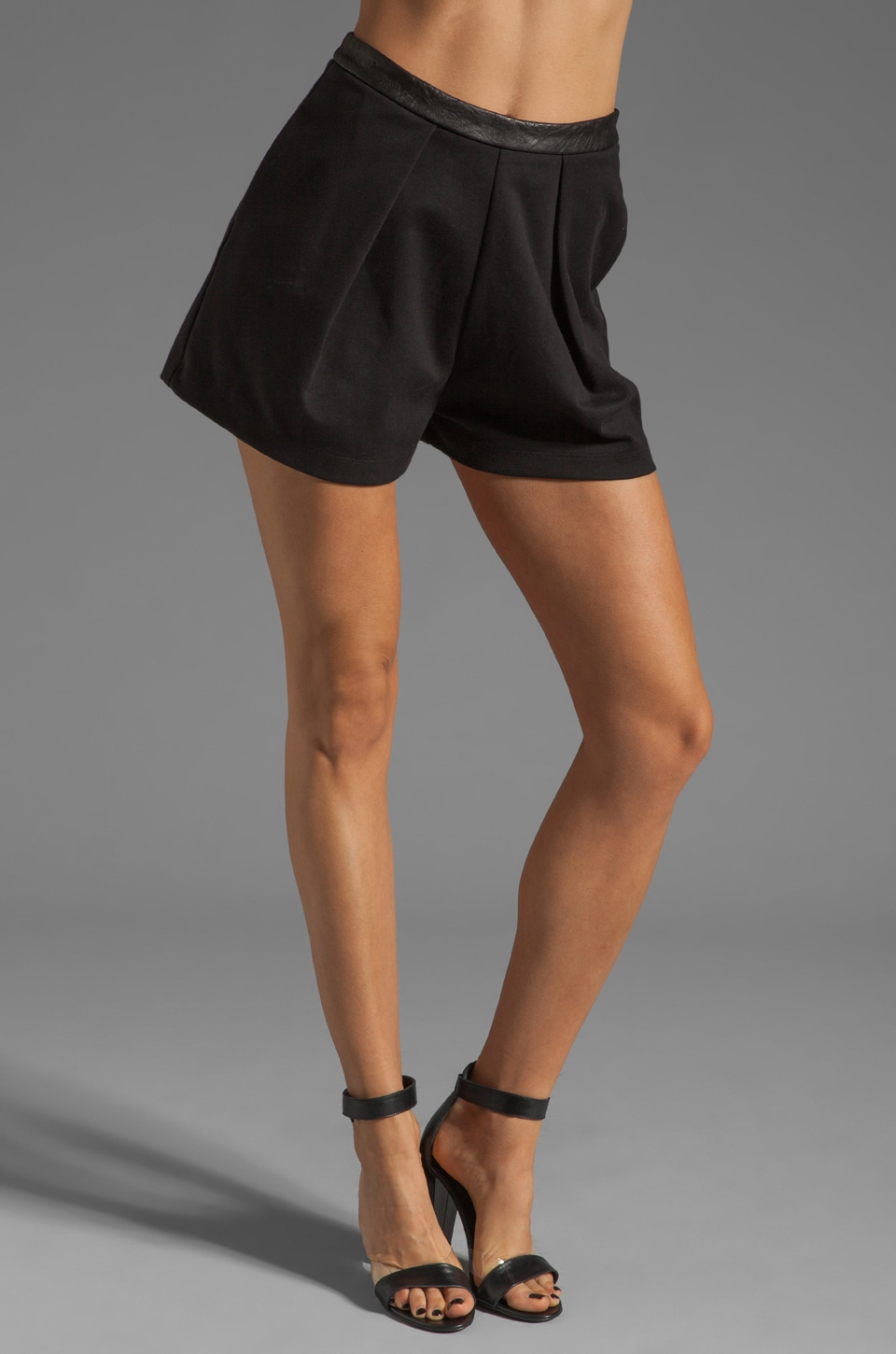 Heather Pleated Short in Black