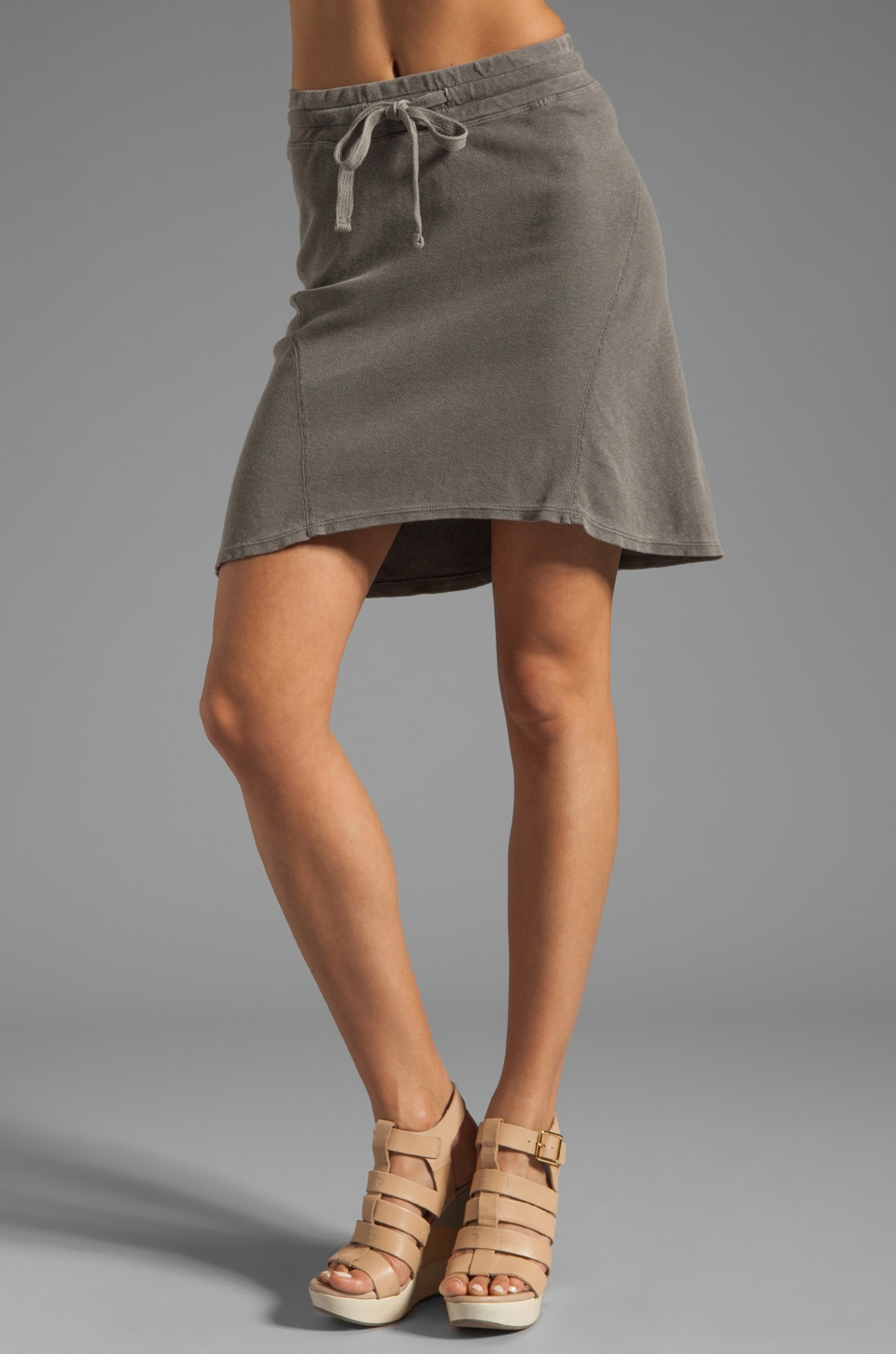 James Perse Seamed Scuffed Skirt in Burro