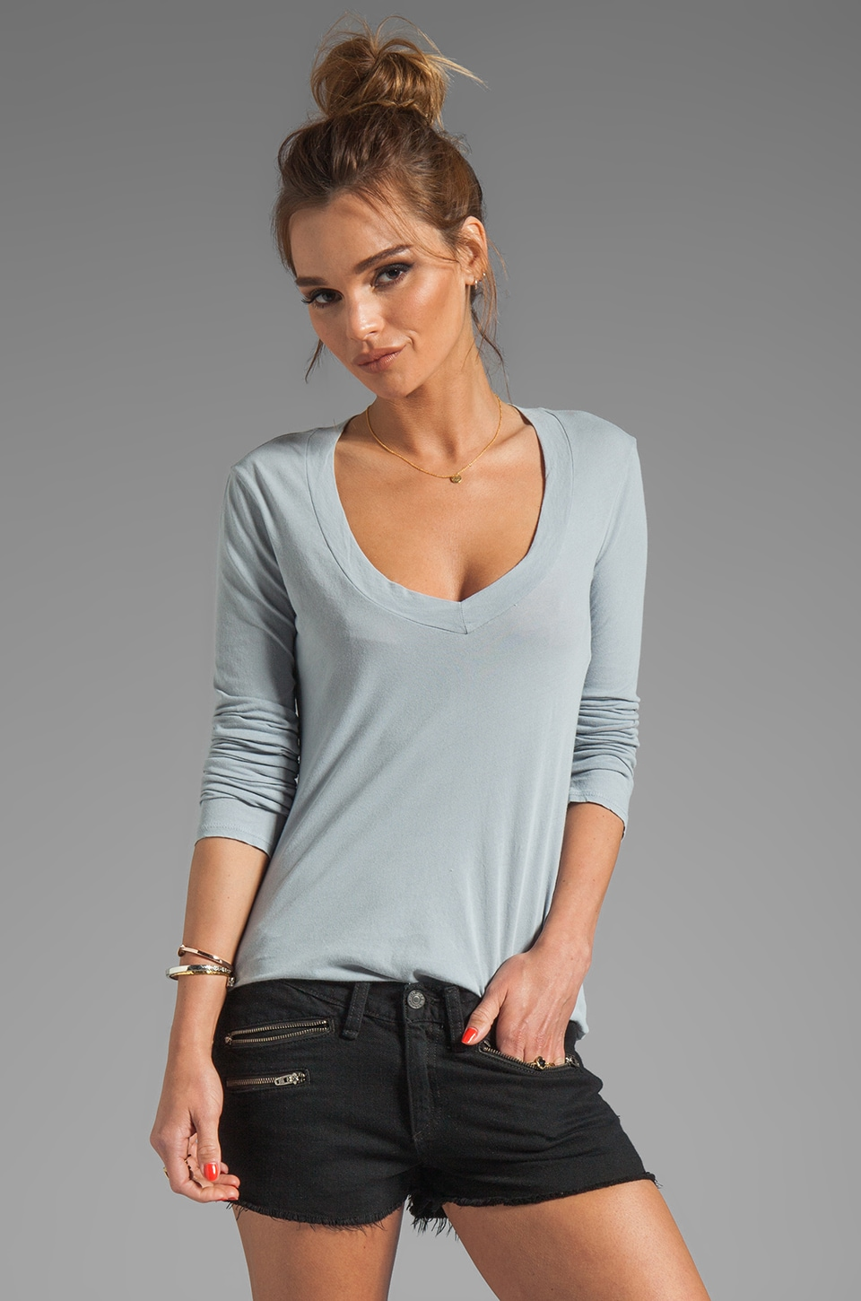 James Perse Relaxed Casual V Neck Top in Ore