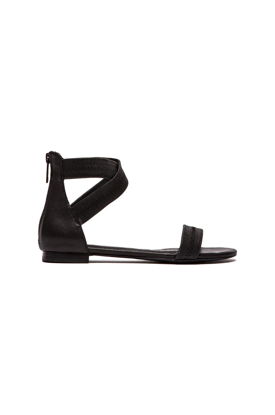 Joie Norah Flat in Black