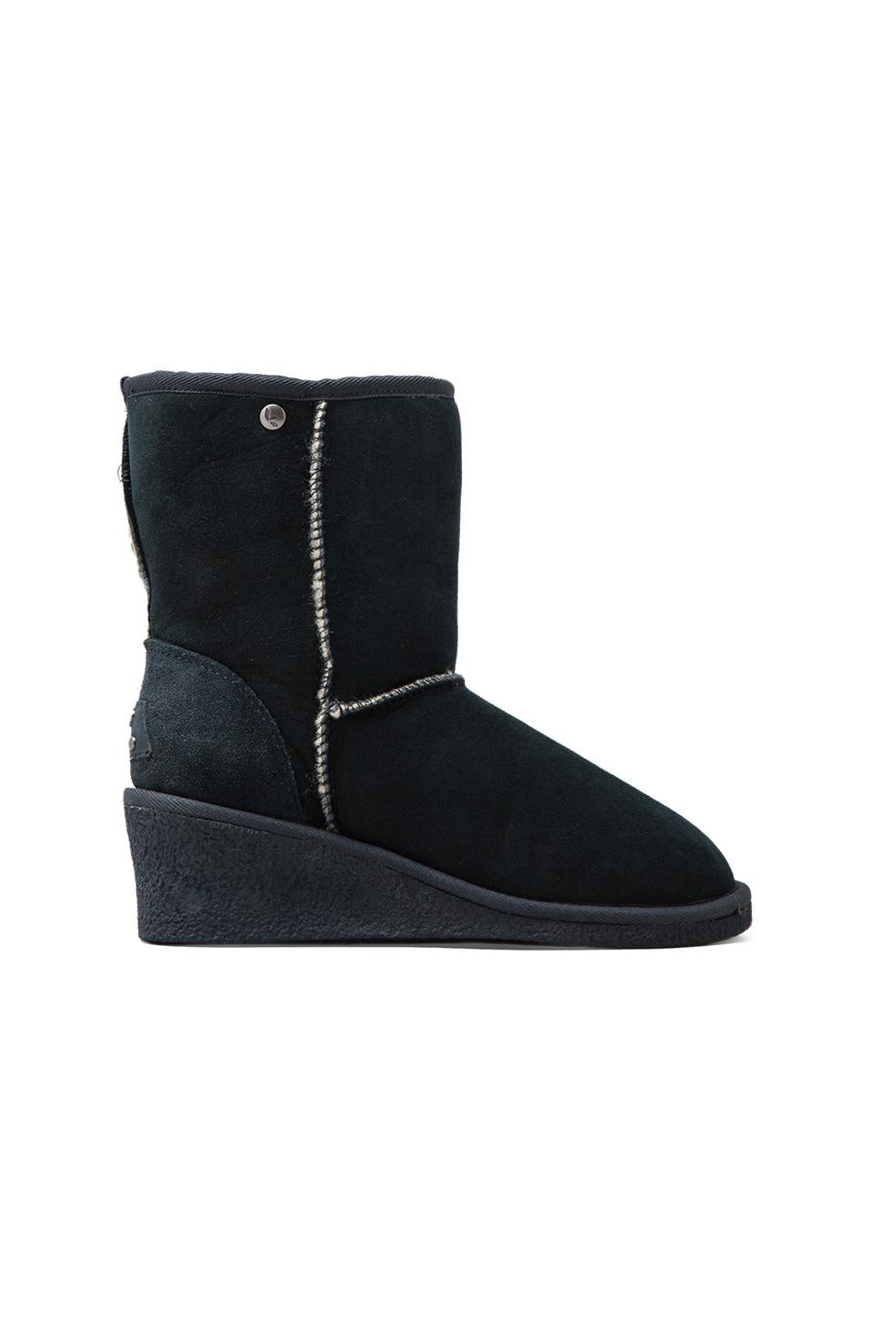 Koolaburra Savannah II with Twinface Sheepskin in Navy