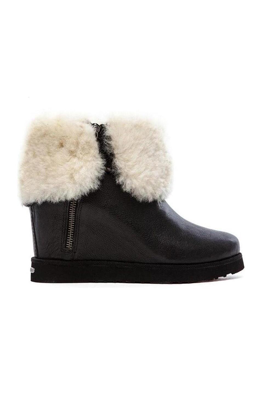 Koolaburra La Volta Deluxe Boot with Fur in Black