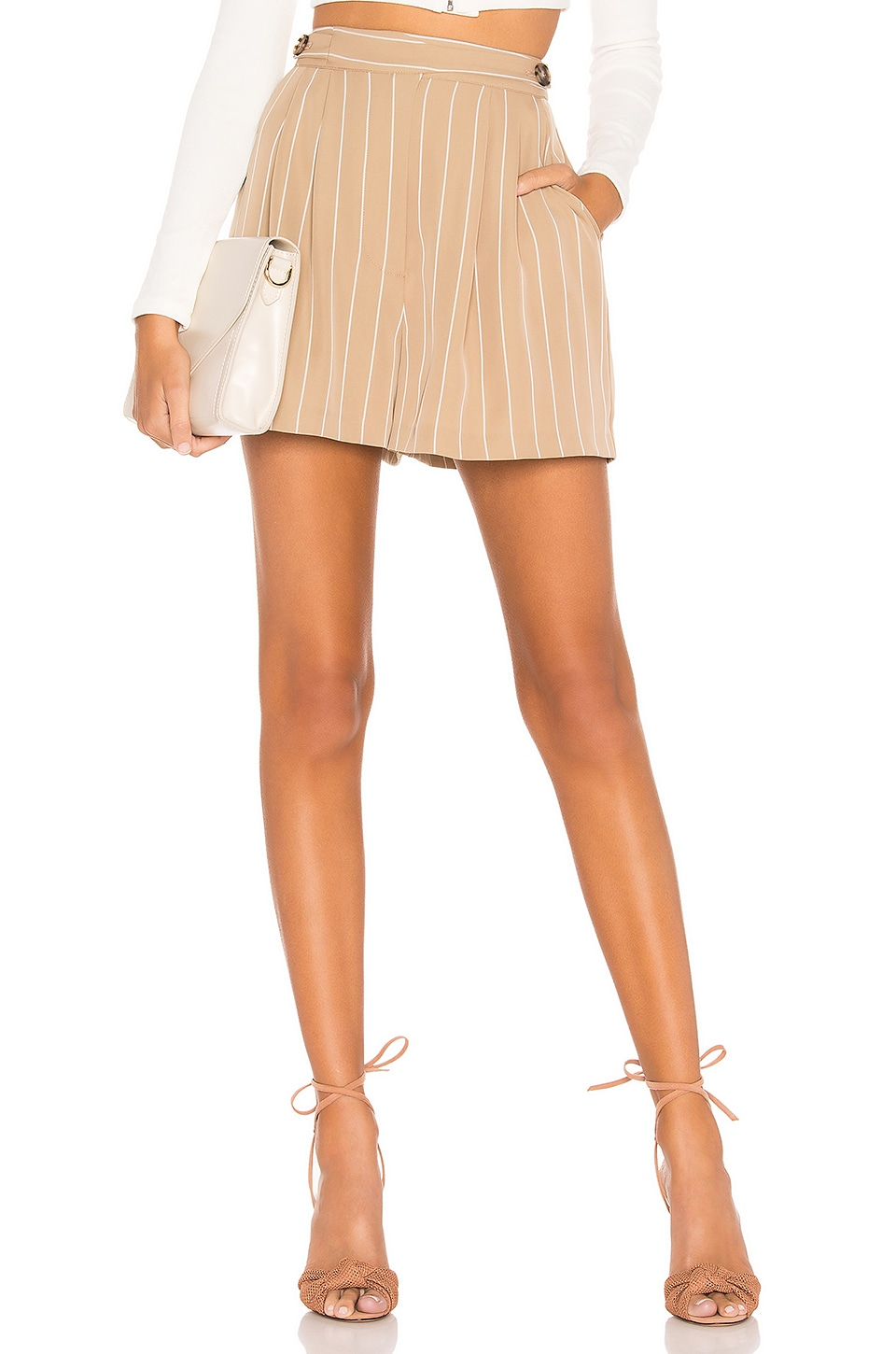 L'Academie The Remy Short in Beige & White