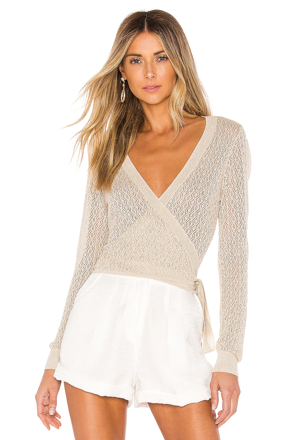 L'Academie Laurel Wrap Sweater en Beige