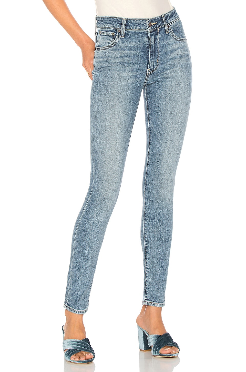 00f64160 LEVI'S 721 High Rise Skinny in Meant To Be | REVOLVE