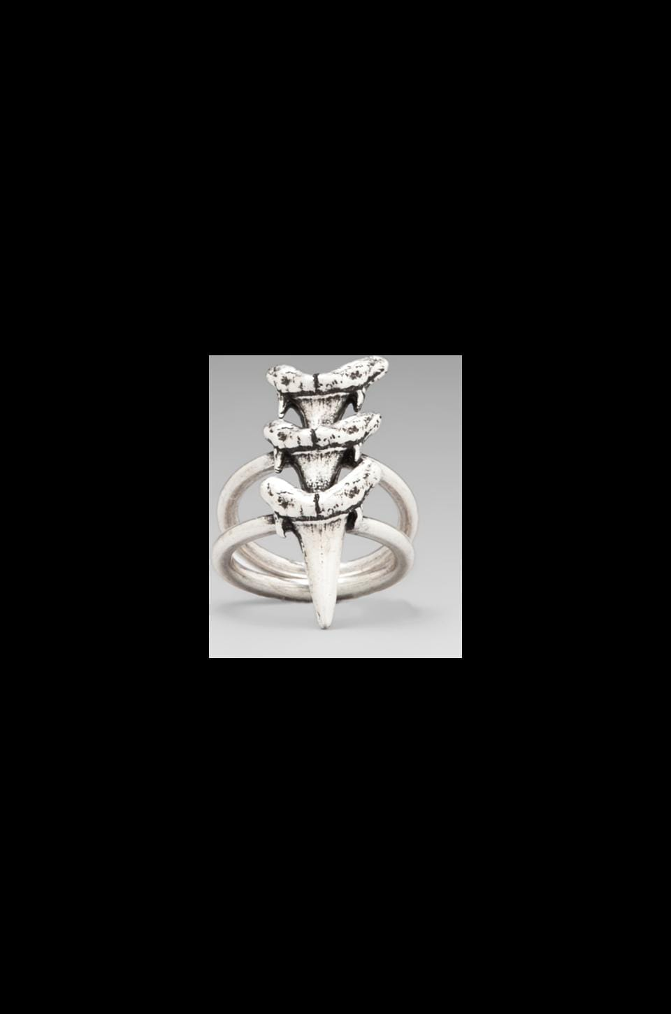Luv AJ Triple Shark Tooth Ring en Argent