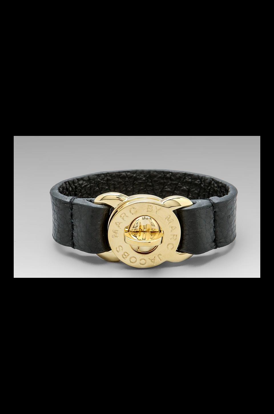 Marc by Marc Jacobs Large Turnlock Leather Bracelet en Noir