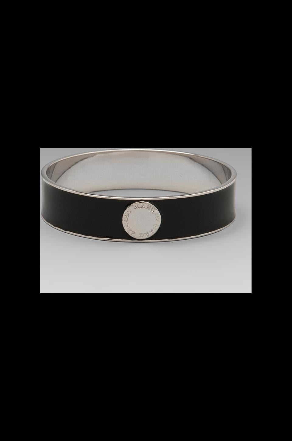 Marc by Marc Jacobs Classic Marc Enamel Disc Bangle in Black (Argento)
