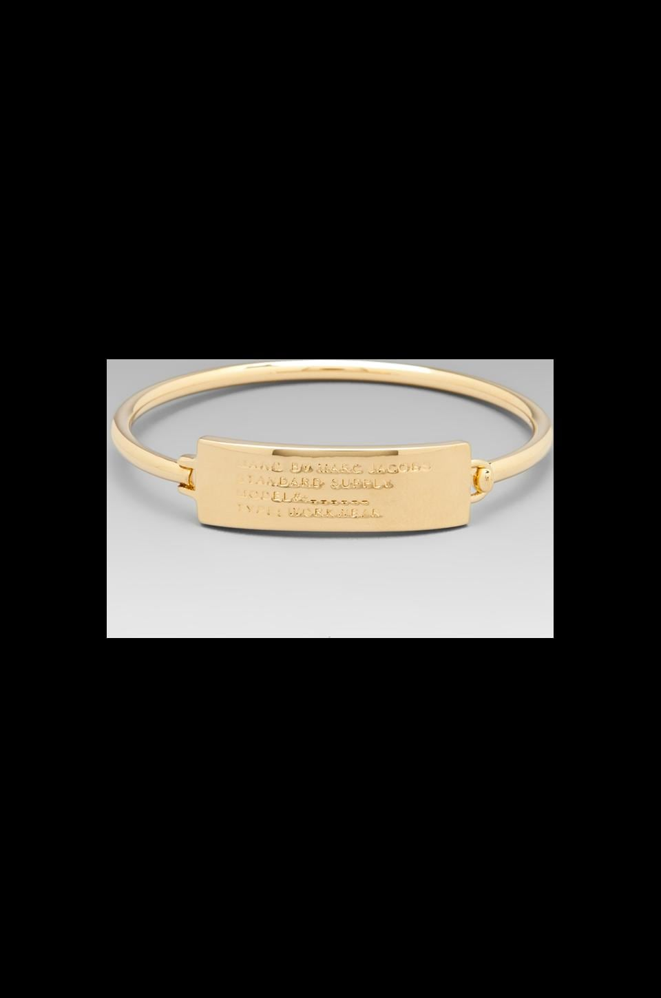 Marc by Marc Jacobs Standard Supply Plaque Skinny Hinge Bracelet in Oro