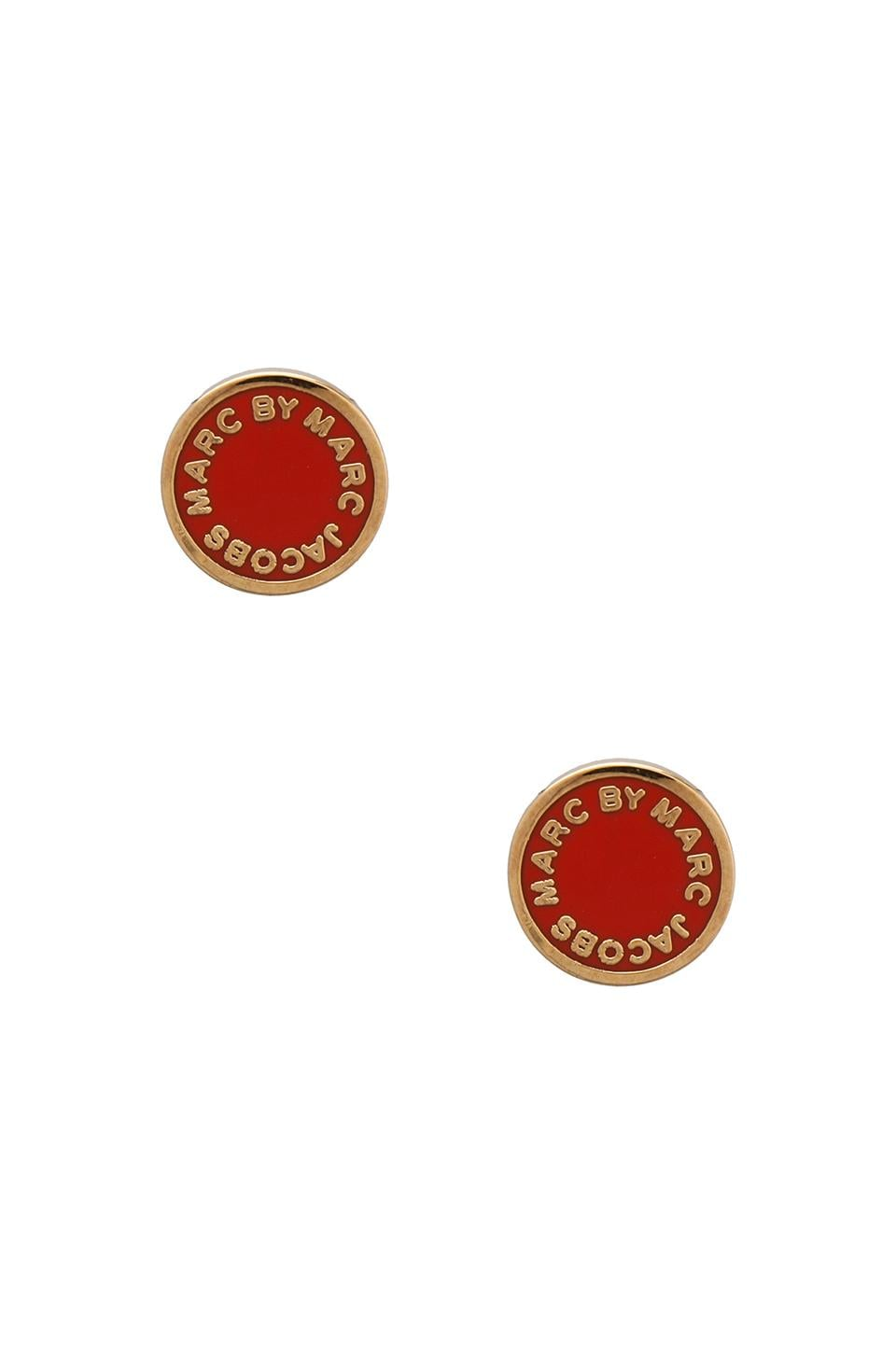 Marc by Marc Jacobs Classic Marc Enamel Logo Disc Studs om Blaze Red