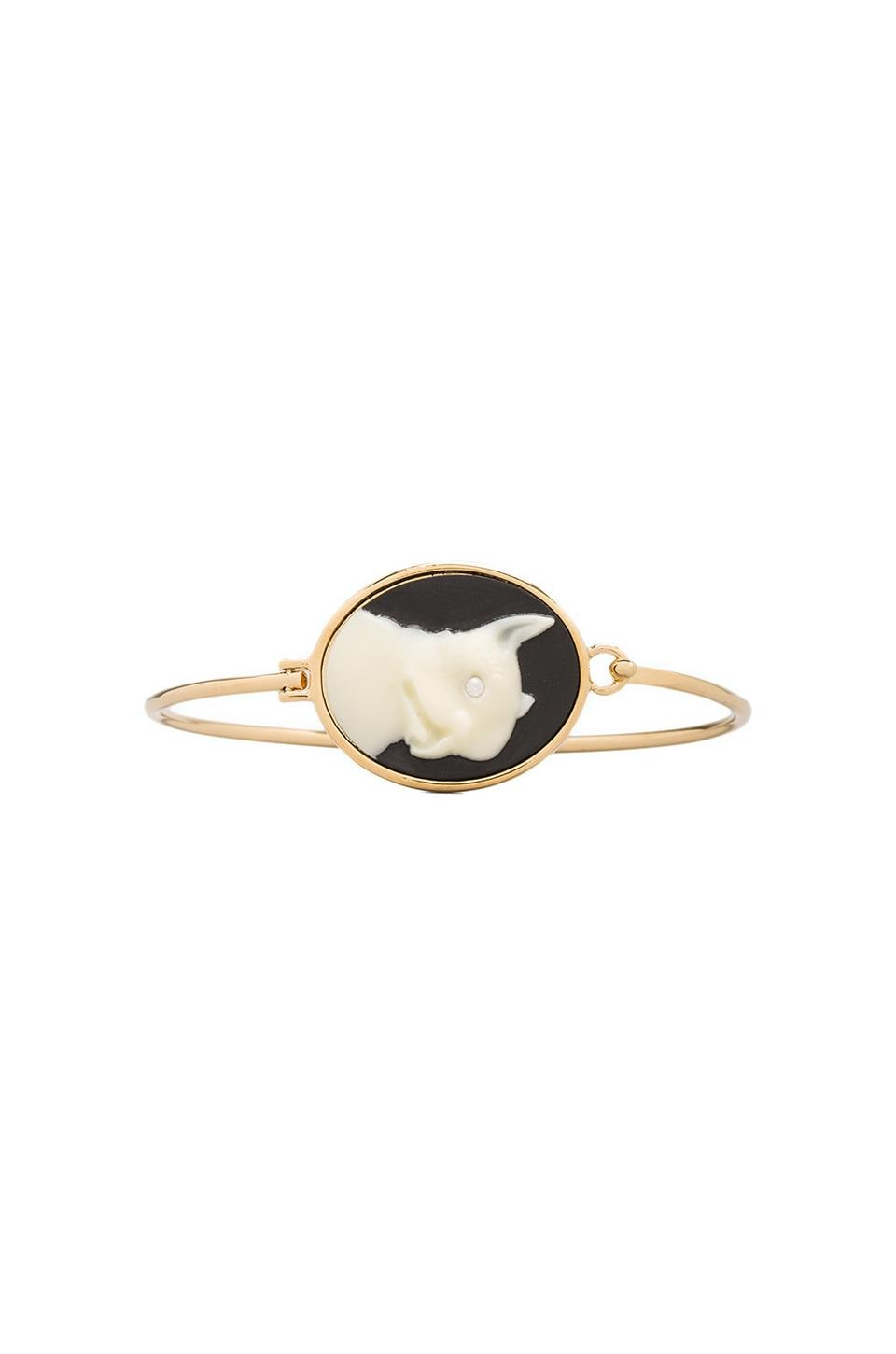 Marc by Marc Jacobs Olive Cameo Hinge Cuff in Black/Cream (Oro)