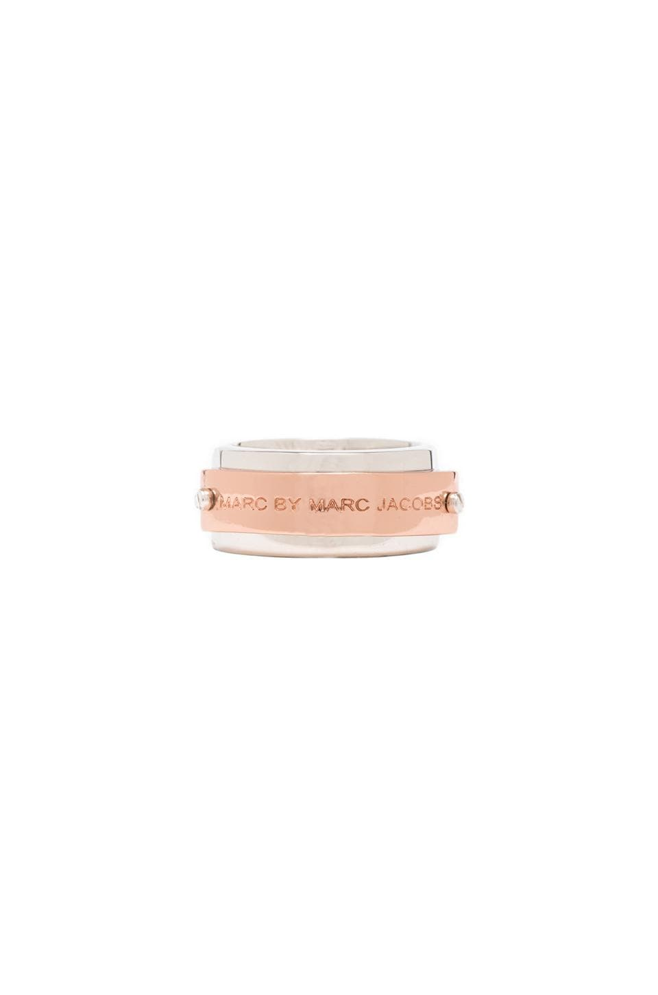 Marc by Marc Jacobs New Plaque Logo Ring in Rose Gold/Argento