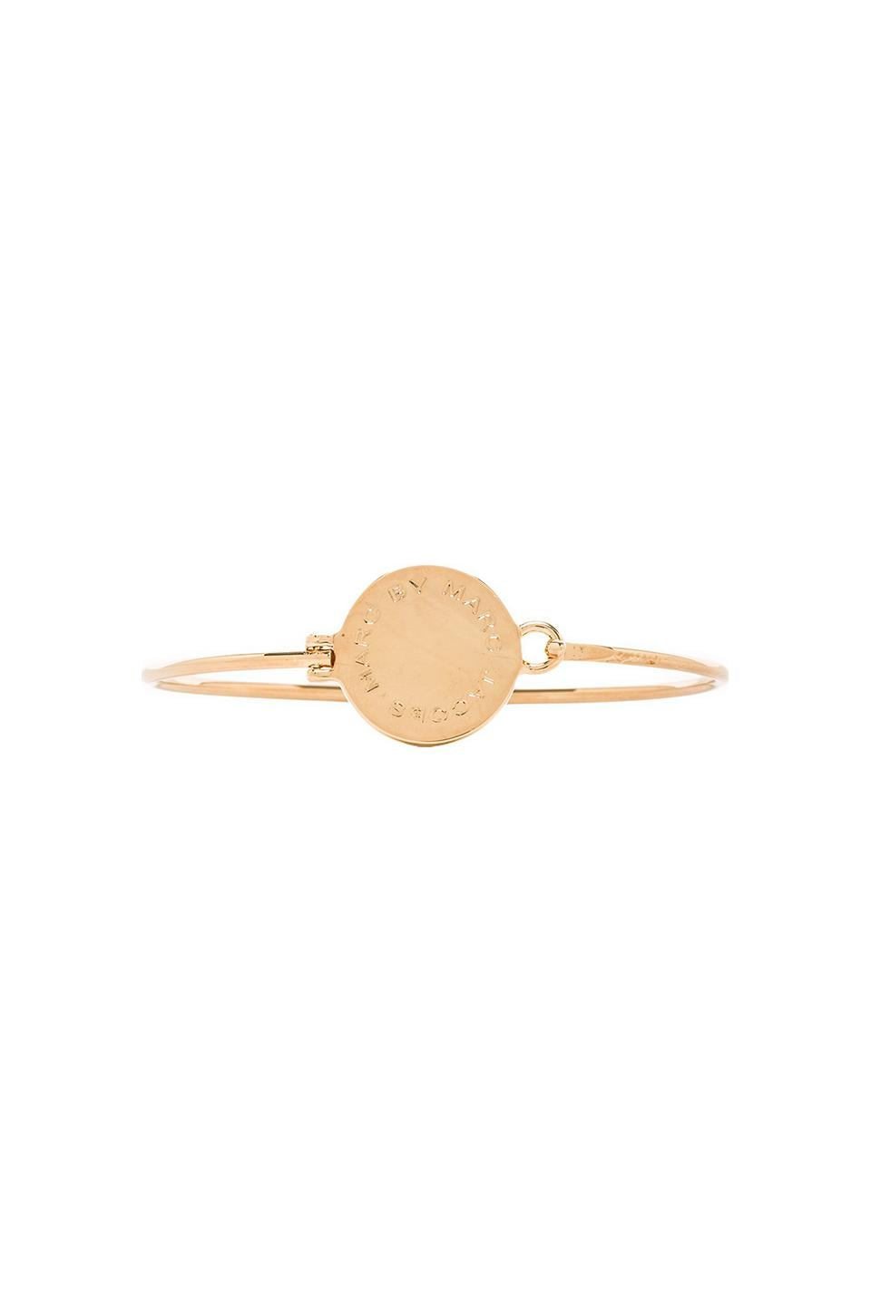 Marc by Marc Jacobs Big Logo Hinge Bracelet in Oro