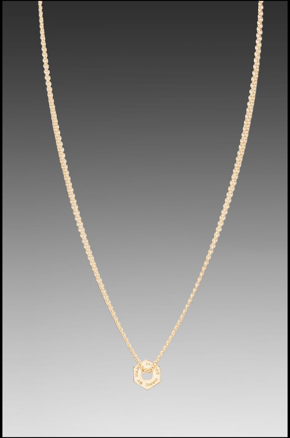 Marc by Marc Jacobs Tiny Bolt Necklace in Oro