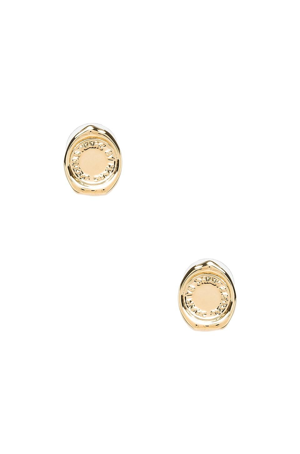 Marc by Marc Jacobs Grab & Go Stamped Studs in Oro
