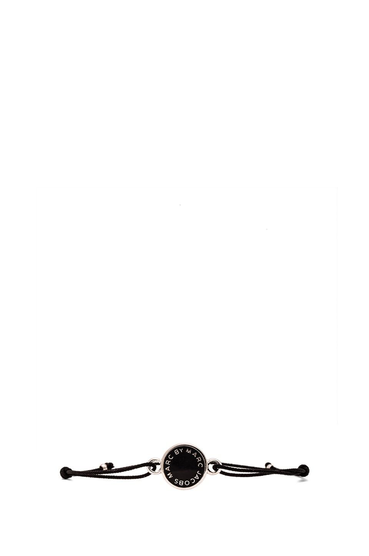 Marc by Marc Jacobs Grab & Go Enamel Logo Disc Friendship Bracelet in Black & Argento
