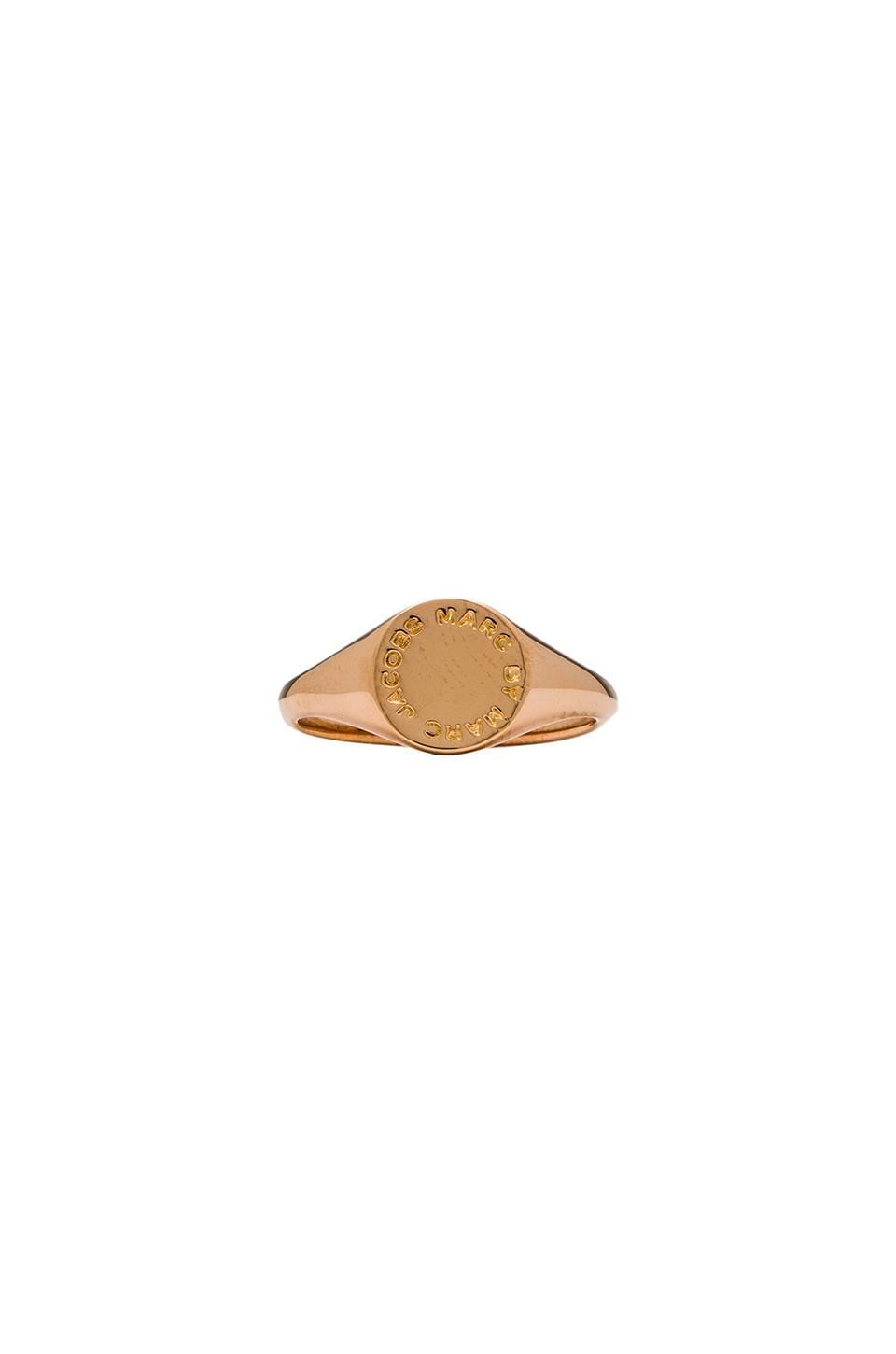 Marc by Marc Jacobs Grab & Go Logo Disc Signet Ring in Rose Gold
