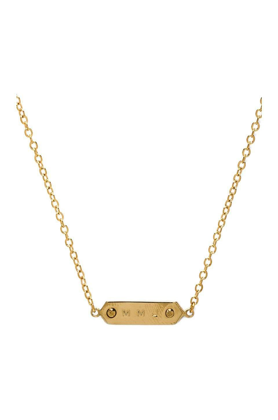 Marc by Marc Jacobs Grab & Go MMJ Plaque Necklace in Oro
