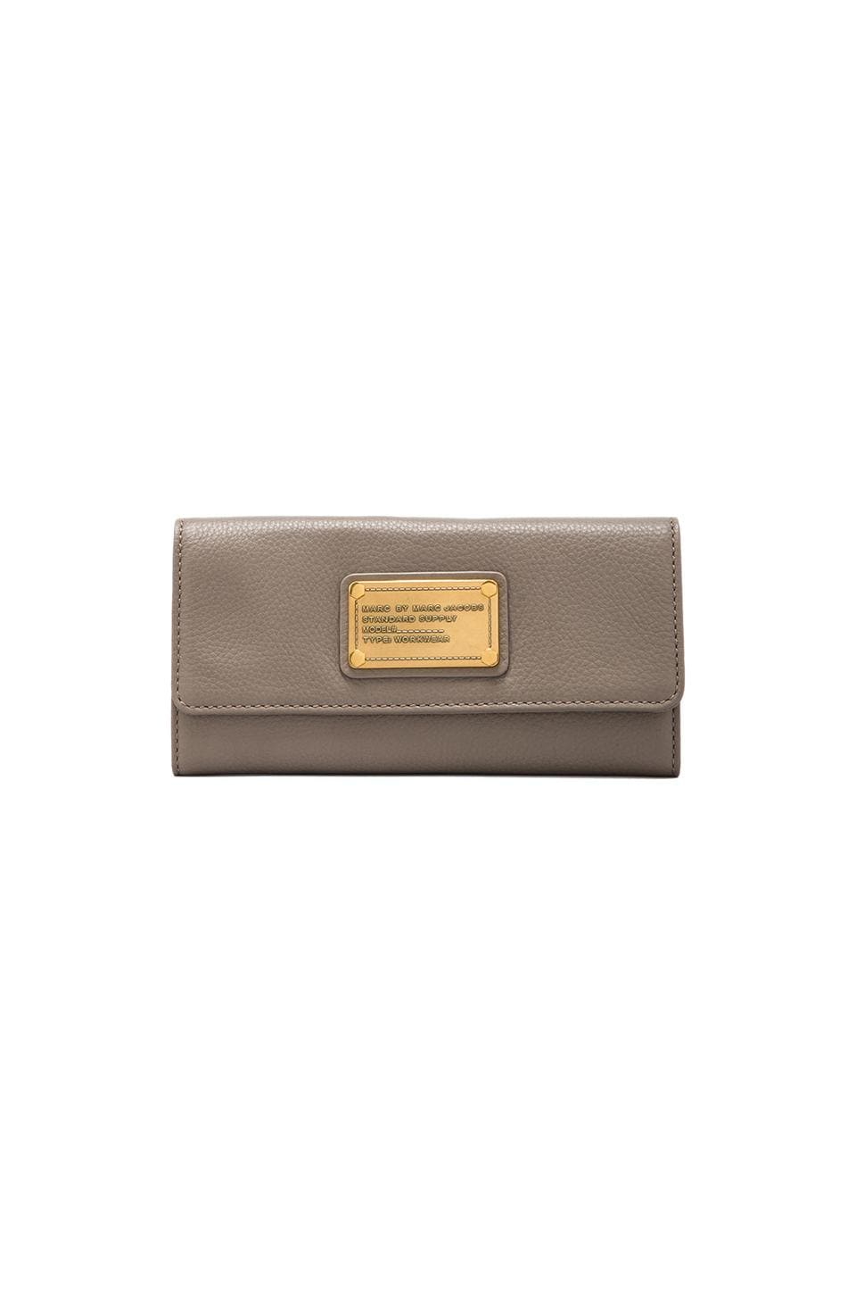 Marc by Marc Jacobs Classic Q Long Trifold in Warm Zinc