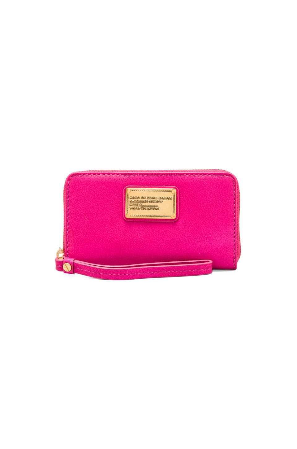 Marc by Marc Jacobs Classic Q Wingman in Pop Pink